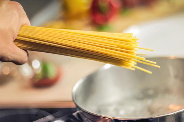 牡蠣のスパゲティ:ソースとしての食材に牡蠣を使ってプロ仕様の料理に