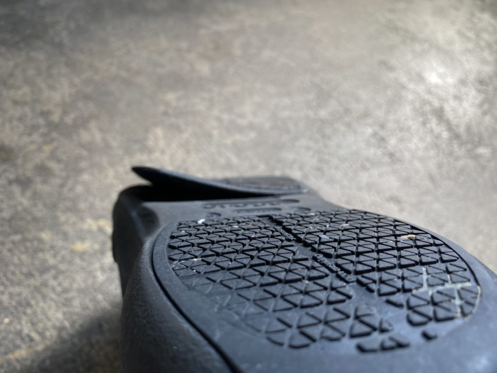 クロックスビストロプロの剥がれた靴底