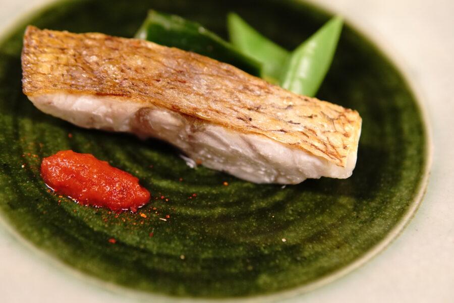魚の皮をパリッと仕上げる|フライパンを使った魚の焼き方の基本技術